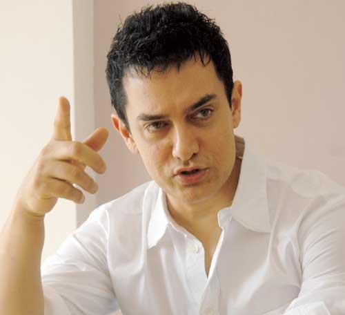 Aamir Khan promotes 'PK' in Varanasi