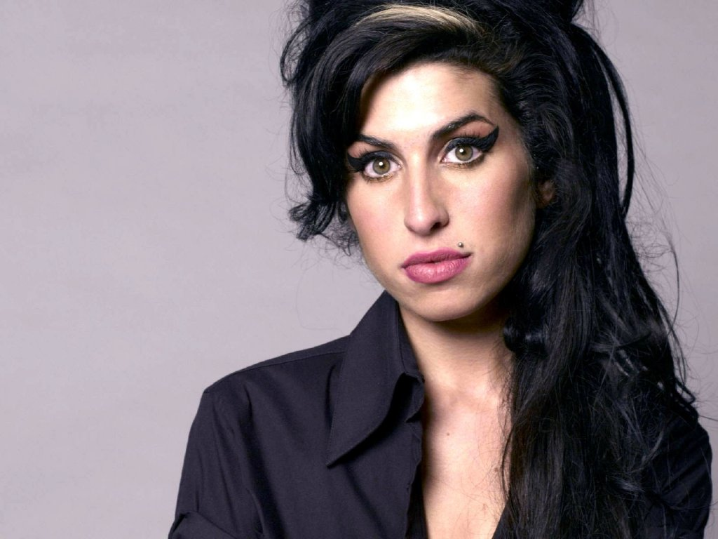 Winehouse's tracks get sales boost