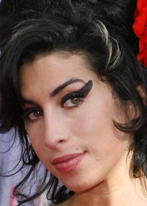 Amy Winehouse 'assaults theatre boss during Christmas show'