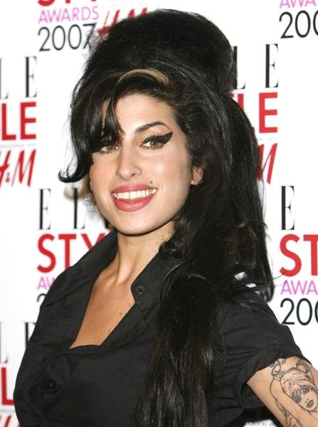 Pornstar Fucks With A Bag On Her Head Like She Was Amy Winehouse