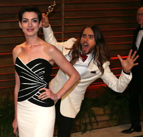 Jared Leto 'photobombs' Anne Hathaway at Oscars after party