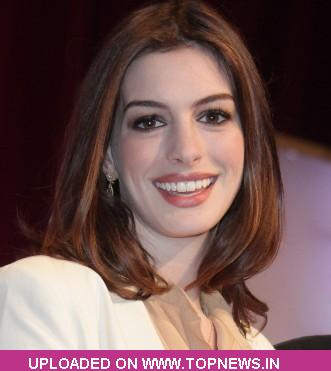 new catwoman anne hathaway. Anne Hathaway to play Catwoman