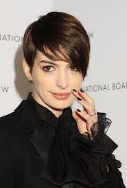 Anne Hathaway laughs off pregnancy rumours