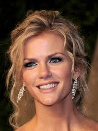 Brooklyn Decker sizzles in new lingerie commercial