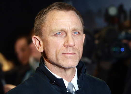 Daniel Craig wishes to get rid of `sticking out` ears