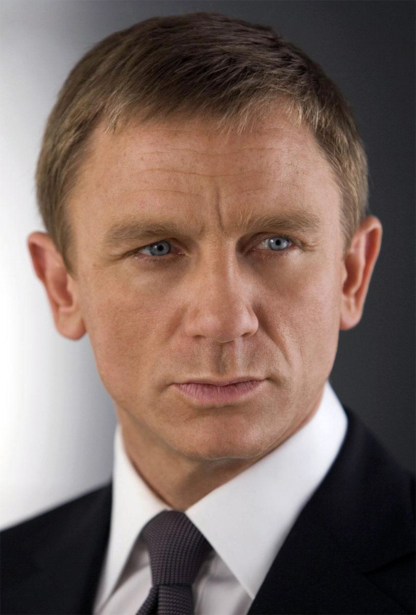 'Die-hard Liverpool' fan Daniel Craig dumps Fergie's free tickets for Man U match