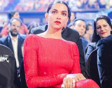 Deepika's H'wood red carpet debut marked as 'B'wood blunder' by an UK daily