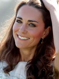 Duchess Kate photoshopped on mag cover by `desperate` editor