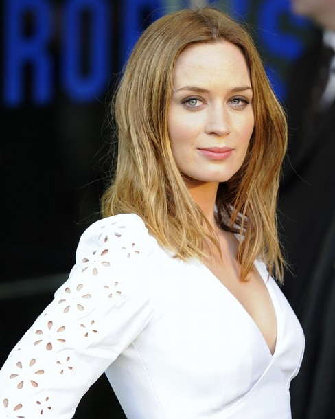 Emily blunt gets eight pack abs for bureau