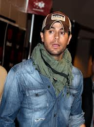 Enrique Iglesias and Anna Kournikova spend romantic day on Miami beach