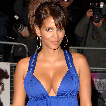 Halle Berry to play Aretha
