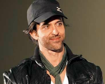 Hrithik puts off flight for 'English Vinglish' screening