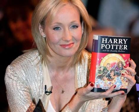 J.K. Rowling: the hands & handprints of the UK author! (Harry Potter) JK-Rowling_7