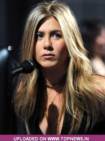 jennifer aniston dating Jennifer aniston and justin theroux announce divorce after 2 years 01:55 — jennifer aniston and justin theroux announced they have separated after over 2 years of marriage.