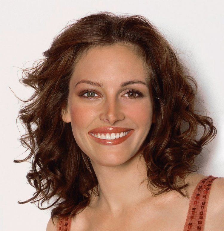 julia roberts hair up. julia roberts hair color 2011.