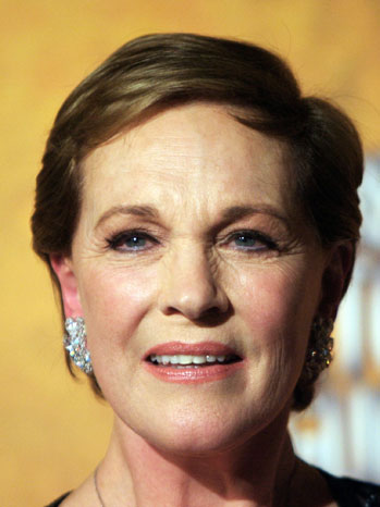 Julie Andrews not staying silent despite losing voice