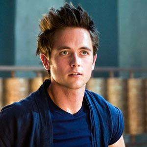 justin chatwin vs ryan eggold