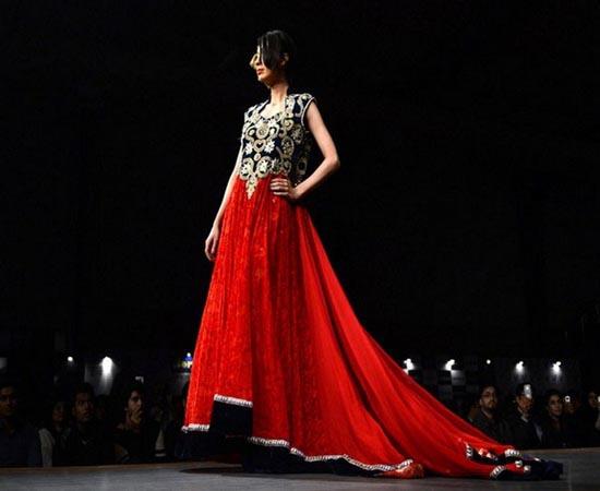 Cropped coats and capes at Karachi fashion week