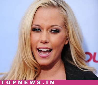 Kendra Wilkinson says ''sexting'' keeps her long-distance marriage going