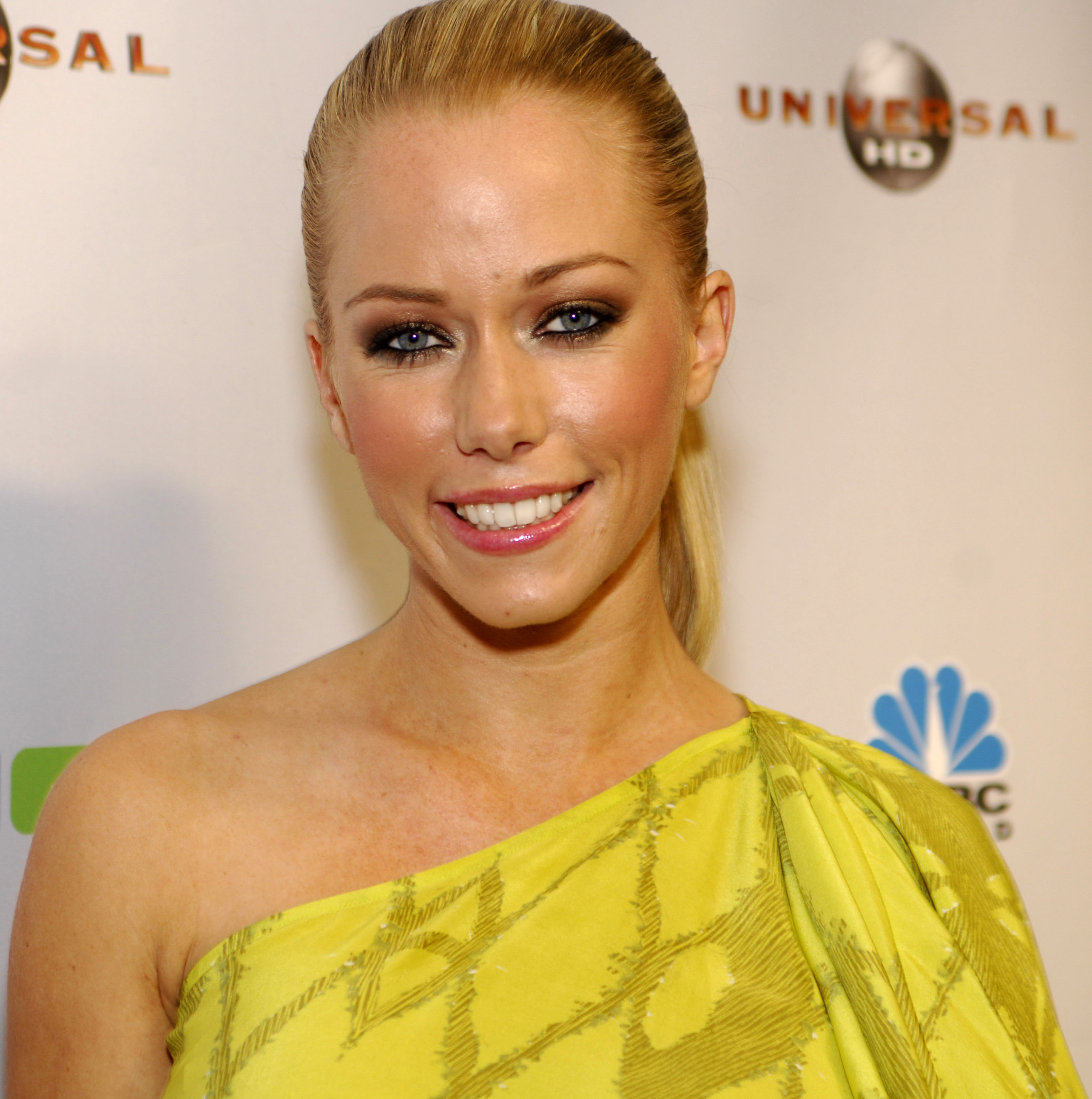 Kendra Wilkinson goes topless while revisiting Playboy days