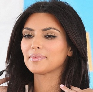 Kim K gives $100 to valet as tip at Barney's