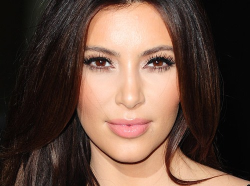 Kim K tweets fans to help save 'war-torn Syria'