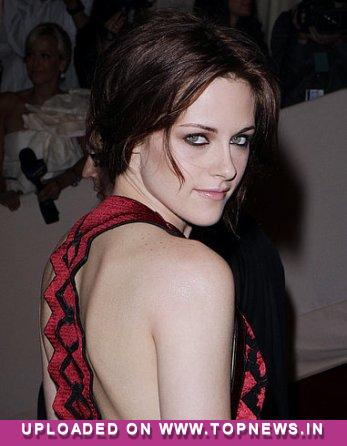 Kristen Stewart's mum loves Rob Pattinson `like a son`