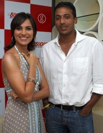 http://topnews.in/light/files/Lara-Dutta-Mahesh-%20Bhupath.jpg