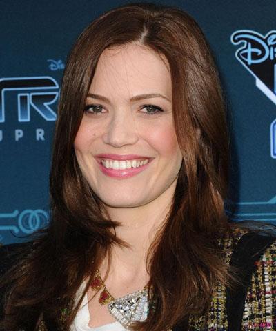 Mandy Moore turns beauty guru