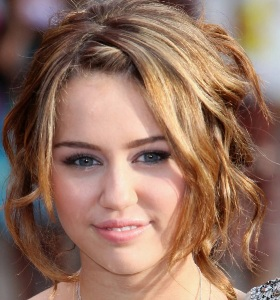 I didnt call off my wedding, says Miley Cyrus 