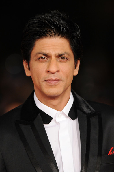 Suited, booted SRK feels awkward in Goa