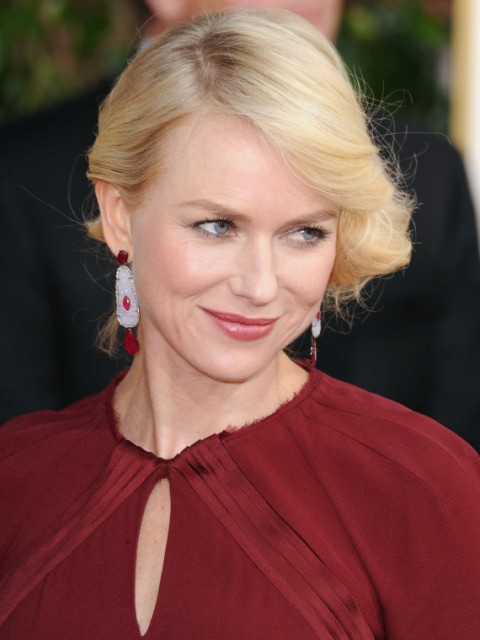 Naomi Watts does her own laundry