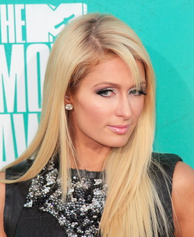 Paris Hilton's beau arrested for battery
