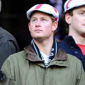 Prince Harry cuddles `mystery` blonde 