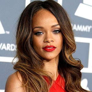I am terrified of my mother, says Rihanna 