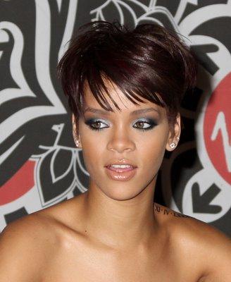 rihanna wallpaper disturbia. the disturbia Rihanna+lap+