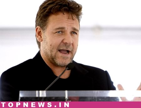 Russell Crowe apologises for condemning 'circumcision' on Twitter
