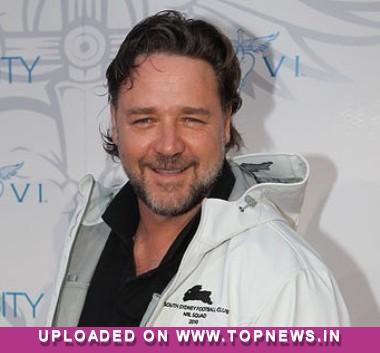 Russell Crowe insists on keeping family together amidst dating rumours
