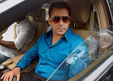 SC issues notice to Salman on Maha Govt.'s plea