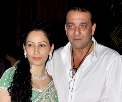 Maanayata, Sanjay Dutt creating new memories of their 'perfect family'