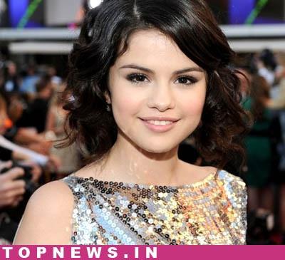 justin bieber and selena gomez 2011 february. London, Feb 4 : Actress Selena