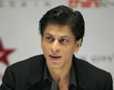 SRK invites Hollywood filmmaker Paul Feig