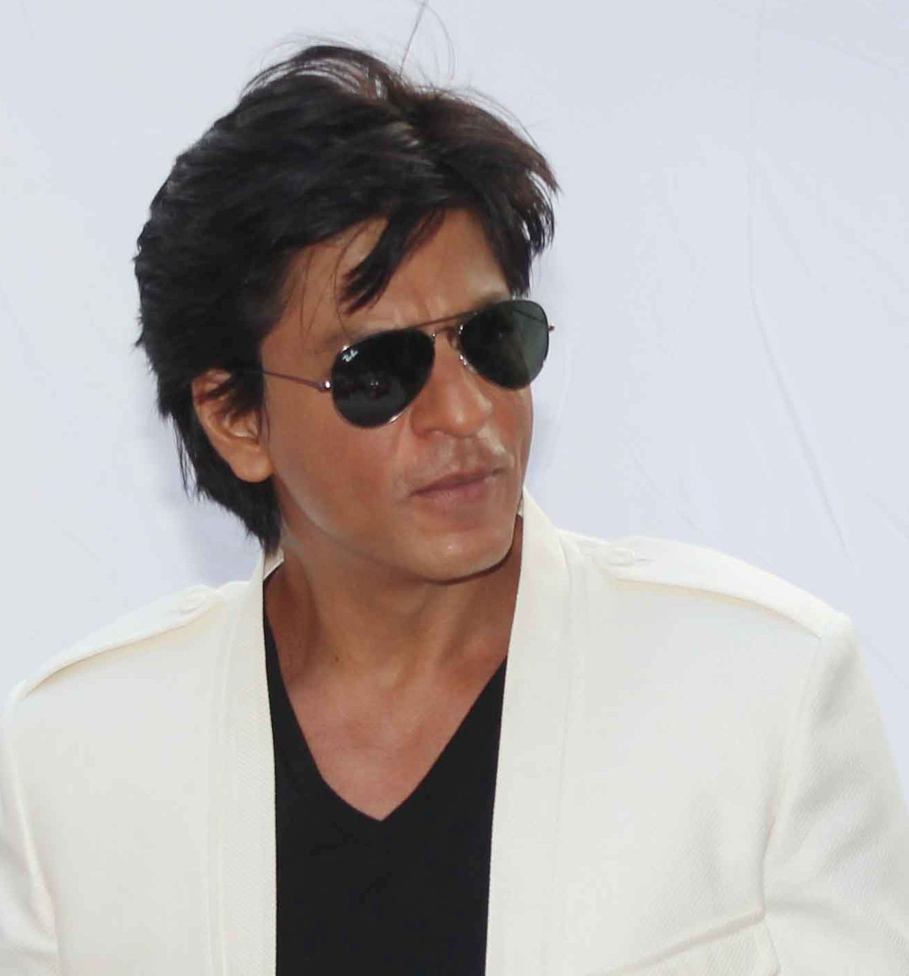 Shahrukh Khan charms audiences in Mumbai with his wit and magnetic presence