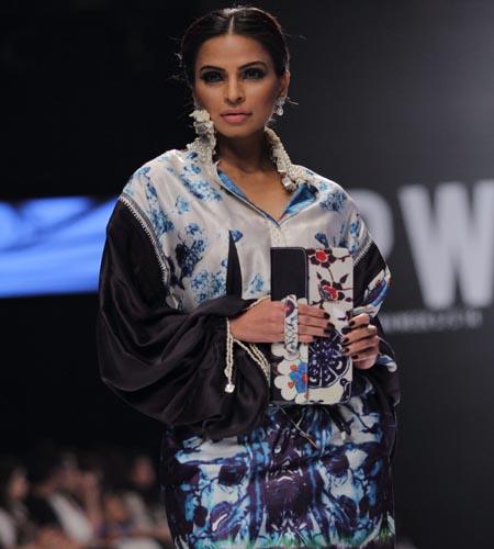 Old guards take centre stage at Karachi fashion week