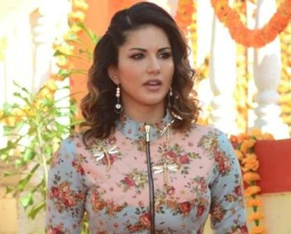 Sunny Leone's 'dream' come true on 'Raees' set