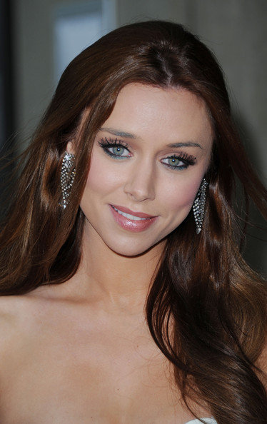 Una Healy reveals details about upcoming wedding day