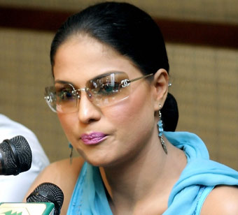 Case likely against Pak starlet Veena Malik for drinking and dancing with Indian star
