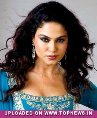Controversy queen Veena Malik misses Pakistan ''terribly''