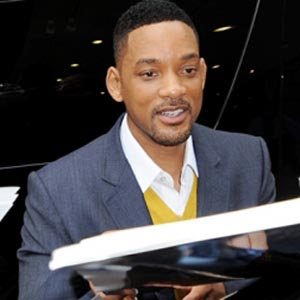 Will Smith flaunts six-pack abs, buff arms