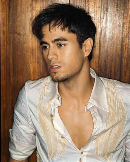 Cool Enrique Iglesias Hairstyle With Bangs Picture 4